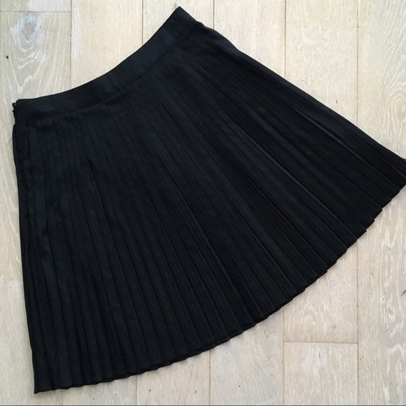 H&M Dresses & Skirts - 🔥BOGO H&M Micropleated Black Skirt Size 6